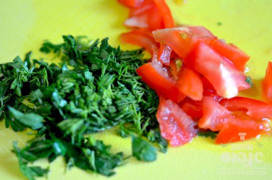 Жареная молодая картошка с зеленью и сыром