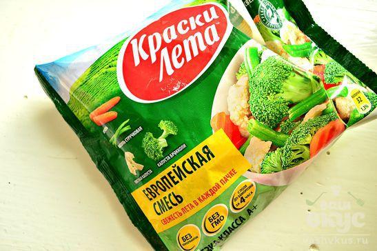 Суп - пюре из замороженных овощей с сухариками и зеленью
