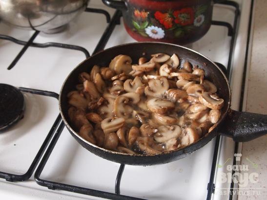 Лумакони под сыром, фаршированные мясом и грибами