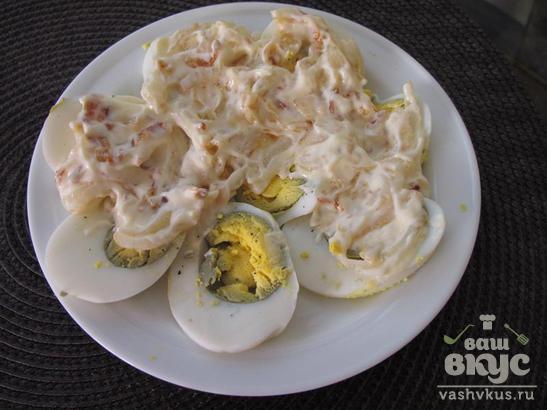 Закуска из яиц и помидор