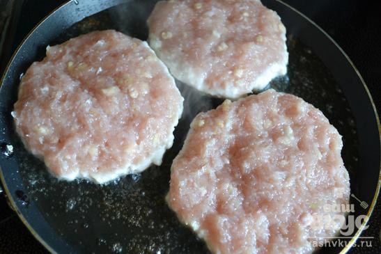 Куриная котлета для гамбургера
