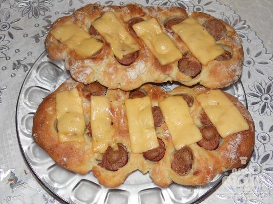 Плюшки с сосисками и сыром