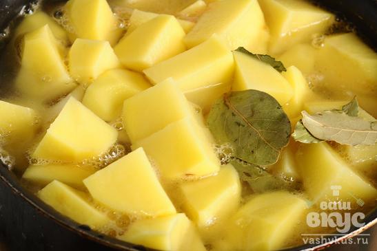 Курица тушеная с картофелем