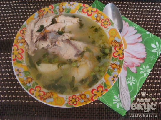 Летний суп с горошком и курицей