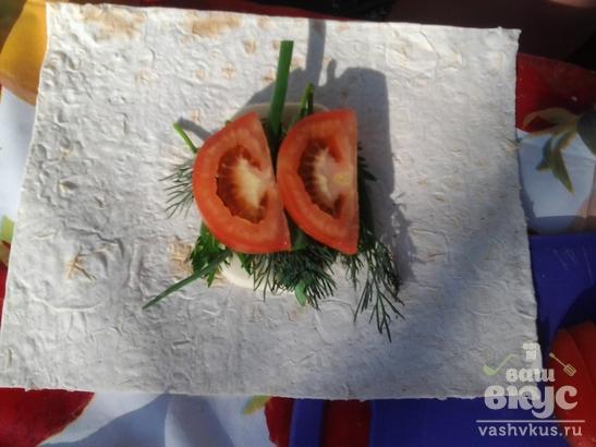 Сыр сулугуни в лаваше с овощами на мангале