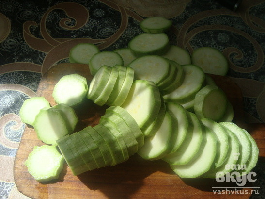 Жареные кабачки с заправкой из чеснока и уксуса