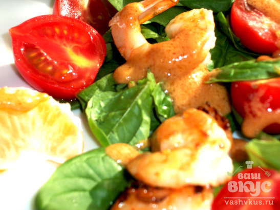 Теплый салат с креветками