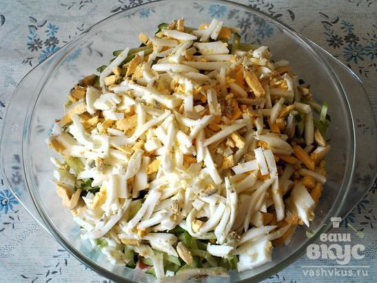 Салат с копченой колбасой и белокочанной капустой