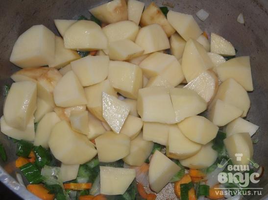 Соус с куриными голенями и зеленым горошком