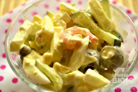 Салат с огурцами, яйцами и креветками