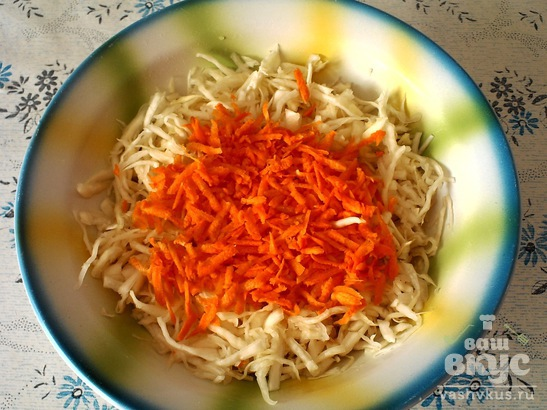 Салат с капустой, морковью и перцем