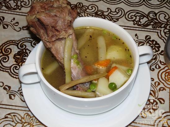Говяжий суп с молодой фасолью и горошком