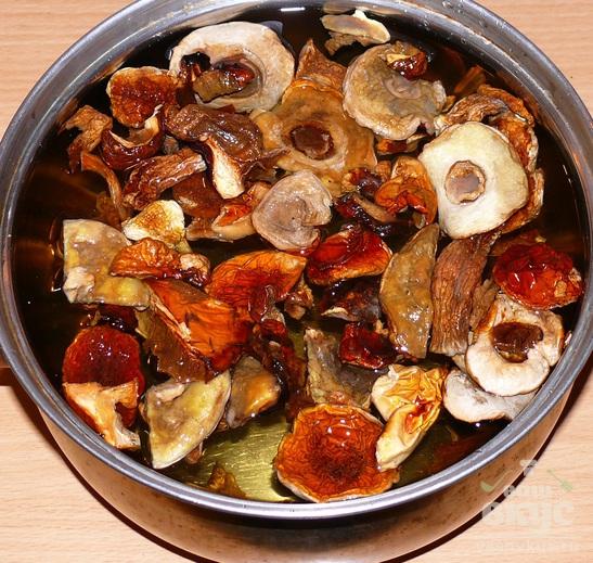 Суп из сушёных грибов с перловкой