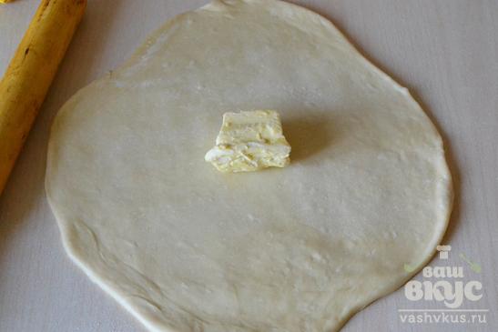 Открытый слоеный пирог с клубникой