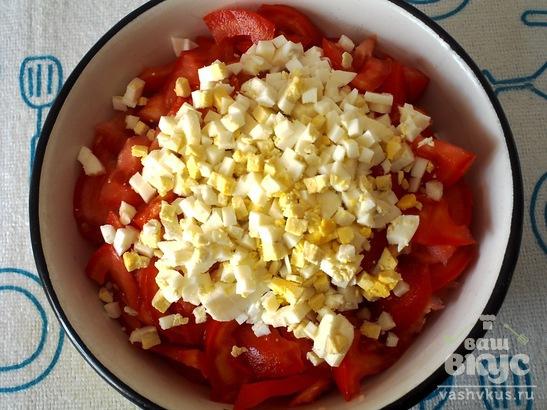 Салат из огурцов, помидоров и яиц