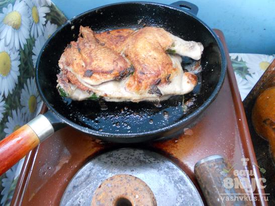 Курица под прессом