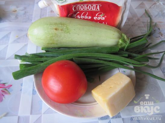 Спагетти с кабачками, помидорами и зеленью