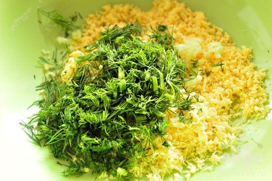 Сырная закуска со свежей зеленью