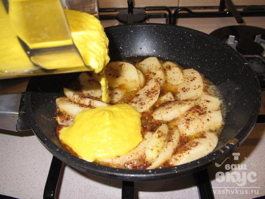 Творожный омлет с яблоками