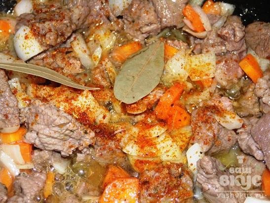 Макароны с соусом из говядины
