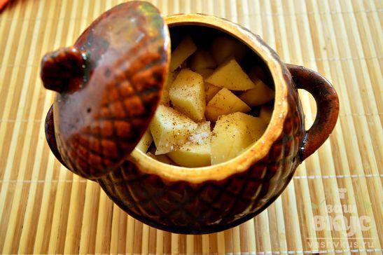 Картофель со свининой и стручковой фасолью