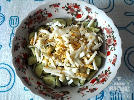 Салат из огурцов, редиса и яйца