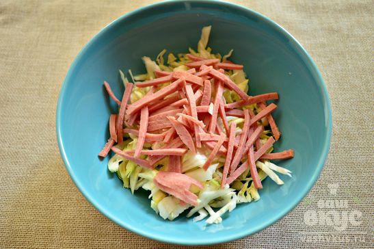Салат с капустой, фасолью и кальмаром