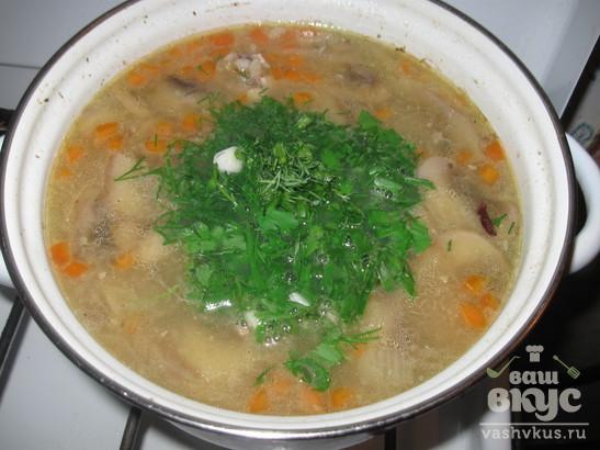 Суп с фасолью, курицей и грибами