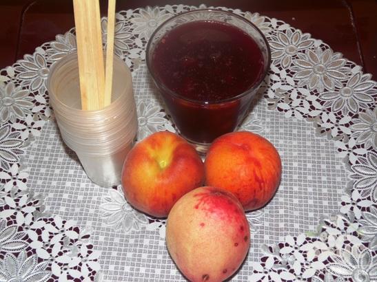 Мороженое фруктовый лед с персиком и вишневым соком