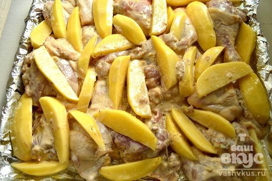 Картофельные дольки, тушеные с курицей
