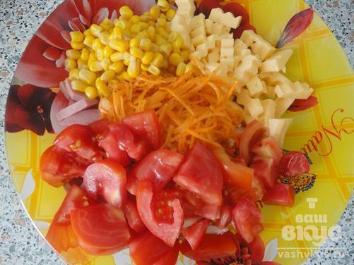 """Салат с куриным филе и кукурузой """"Мирабель"""""""
