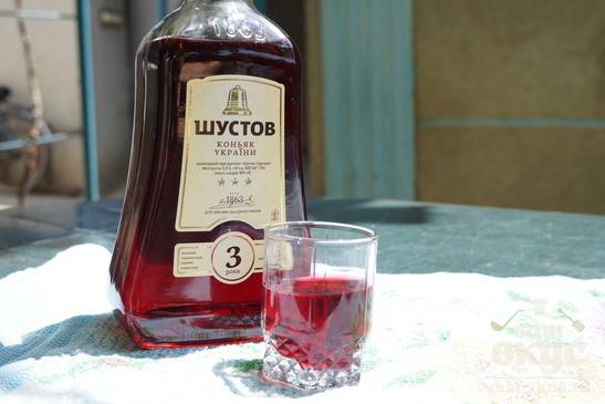 Спиртной напиток из вишни