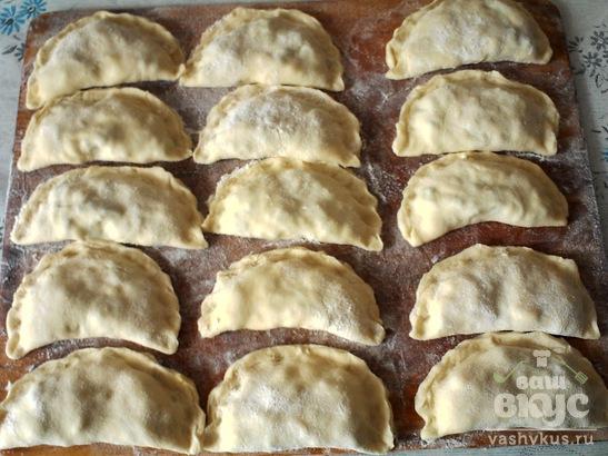 Жареные пирожки с зелёным луком и яйцами