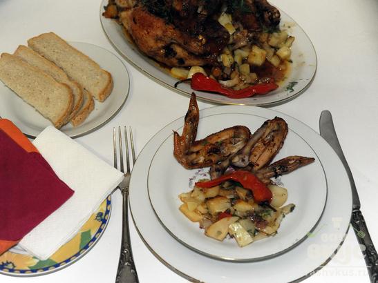 Курица, фаршированная квашеной капустой в духовке