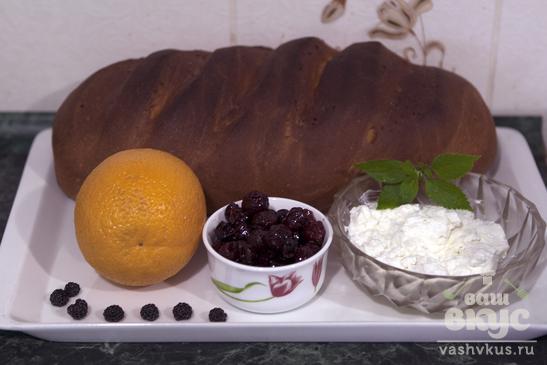 Бутерброды с творогом и фруктами