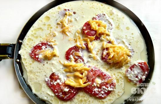 Капуста, тушенная с картофелем, помидорами и сыром