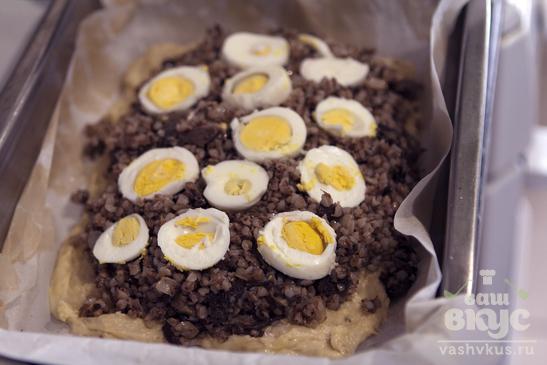 Пирог с гречкой, грибами и яйцами