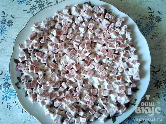 """Салат с колбасным сыром """"Красная шапочка"""""""