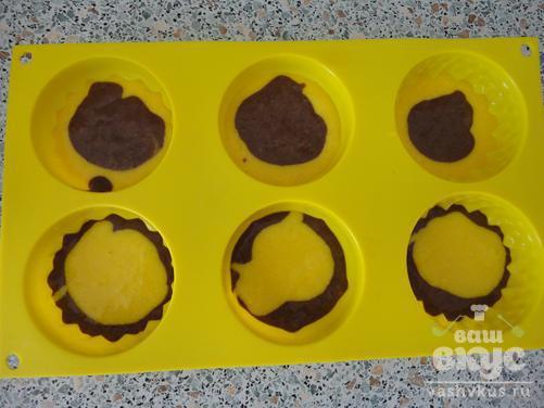Кексы двухцветные с корицей