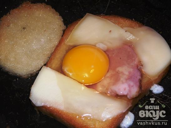 Как сделать тост с яйцом на сковороде