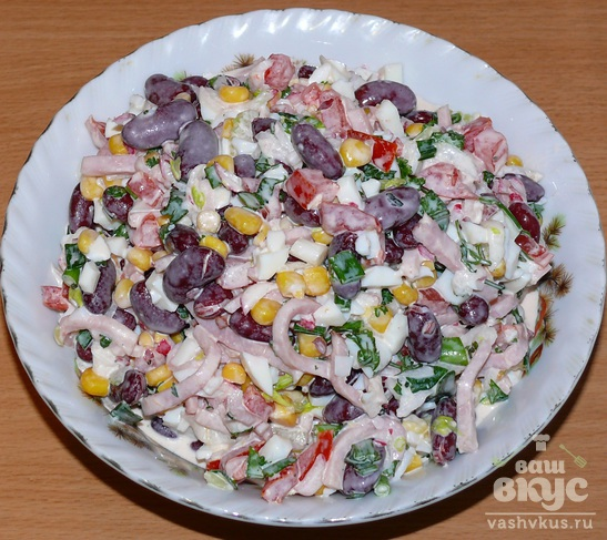 Салат из фасоли с окороком
