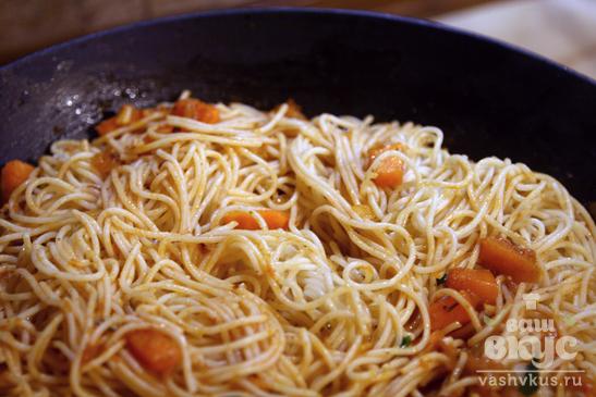 Паста с тыквой в томатном соусе