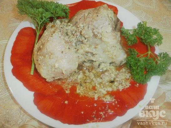 Мясо под майонезом с грецкими орехами