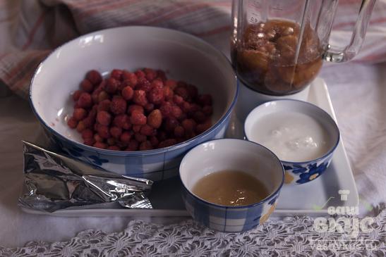 Смузи из абрикосов, клубники, молока и клетчатки