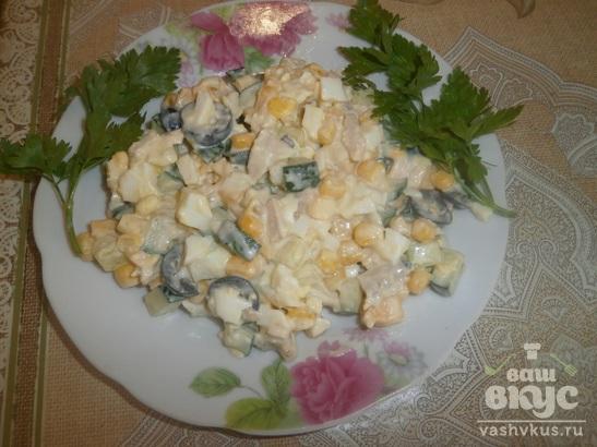 """Салат с куриным филе и огурцом """"Для любимых"""""""