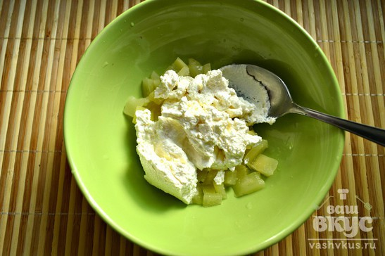 Творог с ананасом и арахисом