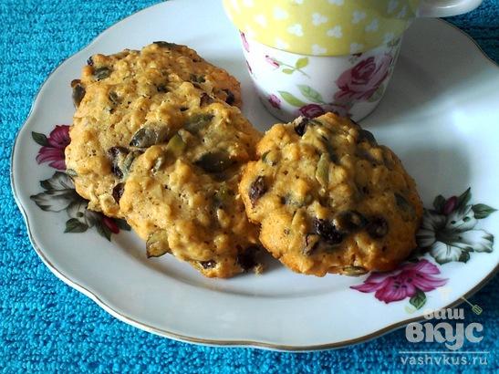 Овсяное печенье с тыквенными семечками и изюмом