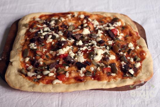 Пицца с бараниной и козьим сыром