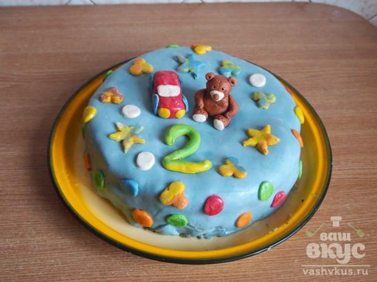 Шоколадный торт с фруктами, украшенный мастикой