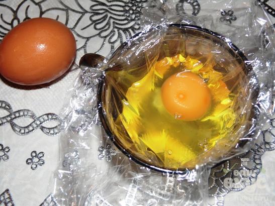 Яйца-пашот в пищевой пленке